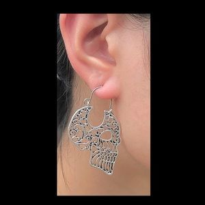 Jewelry - Skull gothic earrings only bronze color left.NWT